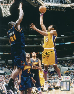 KOBE BRYANT - AUTOGRAPHED SIGNED PHOTOGRAPH