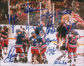 Autographs: 1980 US OLYMPIC HOCKEY TEAM - PHOTOGRAPH SIGNED CO-SIGNED BY: JIM CRAIG, MIKE ERUZIONE, BILL BAKER, JOHN HARRINGTON, STEVE JANASZAK, JACK O'CALLAHAN, ERIC STROBEL, KEN MORROW, MARK JOHNSON, PHIL VERCHOTA, CRAIG PATRICK