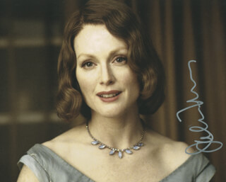 JULIANNE MOORE - AUTOGRAPHED SIGNED PHOTOGRAPH
