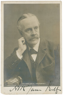 Autographs: PRIME MINISTER ARTHUR J. BALFOUR (GREAT BRITAIN) - PICTURE POST CARD SIGNED