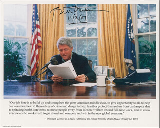 PRESIDENT WILLIAM J. BILL CLINTON - AUTOGRAPHED SIGNED PHOTOGRAPH 11/02/2007