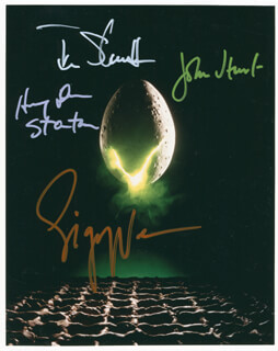Autographs: ALIEN MOVIE CAST - PHOTOGRAPH SIGNED CO-SIGNED BY: TOM SKERRITT, HARRY DEAN STANTON, SIGOURNEY WEAVER, JOHN HURT