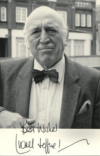 LIONEL JEFFRIES - AUTOGRAPHED SIGNED PHOTOGRAPH