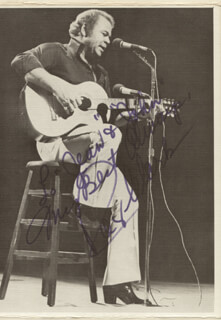 ROY CLARK - AUTOGRAPHED SIGNED PHOTOGRAPH