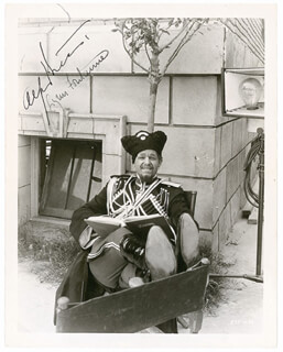 ALFRED LUNT - AUTOGRAPHED SIGNED PHOTOGRAPH CIRCA 1935 CO-SIGNED BY: LYNN FONTANNE