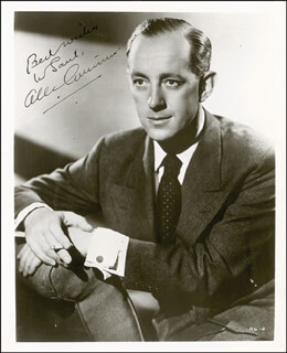 SIR ALEC GUINNESS - AUTOGRAPHED INSCRIBED PHOTOGRAPH CIRCA 1952