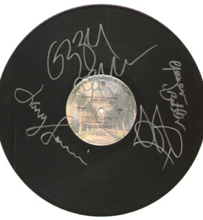 Autographs: BLACK SABBATH - RECORD SIGNED CO-SIGNED BY: OZZY OSBOURNE, GEEZER BUTLER, TONY IOMMI, BILL WARD