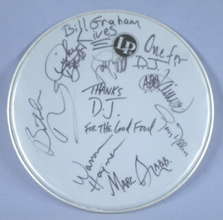 Autographs: THE ALLMAN BROTHERS BAND - DRUMHEAD SIGNED CO-SIGNED BY: THE ALLMAN BROTHERS (GREGG ALLMAN), THE ALLMAN BROTHERS (BUTCH TRUCKS), ALLMAN BROTHERS (DICKEY BETTS), THE ALLMAN BROTHERS (WARREN HAYNES), ALLMAN BROTHERS (MARC QUINONES), ALLMAN BROTHERS (JOHANNY JAIMOE JOHANSON)