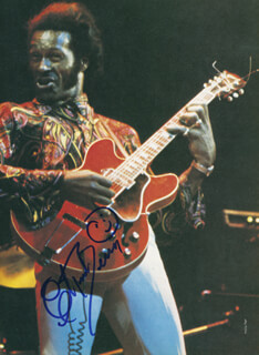 CHUCK BERRY - BOOK PHOTOGRAPH SIGNED  - HFSID 290874