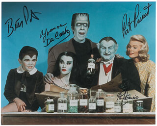 THE MUNSTERS TV CAST - AUTOGRAPHED SIGNED PHOTOGRAPH CO-SIGNED BY: AL LEWIS, BUTCH PATRICK, PAT PRIEST, YVONNE DE CARLO