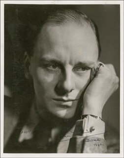 SIR JOHN GIELGUD - AUTOGRAPHED INSCRIBED PHOTOGRAPH 1940