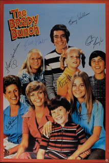 Autographs: BRADY BUNCH TV CAST - POSTER SIGNED CO-SIGNED BY: BARRY WILLIAMS, ANN B. DAVIS, FLORENCE HENDERSON, CHRIS KNIGHT, MICHAEL LOOKINLAND, MAUREEN McCORMICK, SUSAN OLSEN, EVE PLUMB