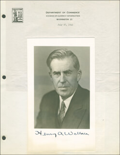 Autographs: VICE PRESIDENT HENRY A. WALLACE - PHOTOGRAPH SIGNED CIRCA 1945