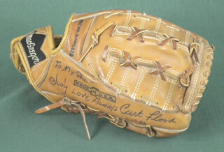 CURT FLOOD - BASEBALL GLOVE SIGNED 02/10/1980 CO-SIGNED BY: MIKE NORRIS