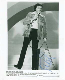 ROGER MILLER - AUTOGRAPHED SIGNED PHOTOGRAPH