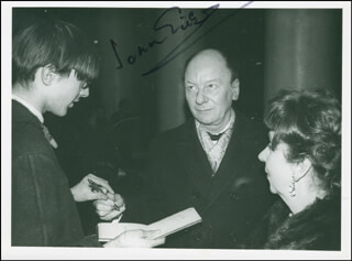 SIR JOHN GIELGUD - AUTOGRAPHED SIGNED PHOTOGRAPH