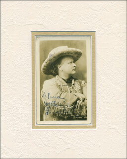 Autographs: GORDON W. PAWNEE BILL LILLIE - INSCRIBED PICTURE POSTCARD SIGNED