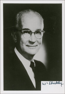 Autographs: WILLIAM SHOCKLEY - PHOTOGRAPH SIGNED