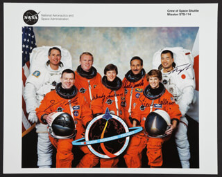 Autographs: SPACE SHUTTLE DISCOVERY - STS - 114 CREW - PHOTOGRAPH SIGNED CO-SIGNED BY: COLONEL EILEEN M. COLLINS, COLONEL JAMES JIM KELLY, SOICHI NOGUCHI, CAPTAIN WENDY LAWRENCE, CHARLES CHARLIE CAMARDA