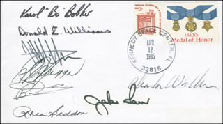 SPACE SHUTTLE DISCOVERY - STS - 51D CREW - COMMEMORATIVE ENVELOPE SIGNED CO-SIGNED BY: COLONEL KAROL J. BOBKO, CHARLES D. WALKER, S. DAVID GRIGGS, CAPTAIN DONALD E. WILLIAMS, JEFFREY A. HOFFMAN, JAKE GARN, MARGARET RHEA SEDDON