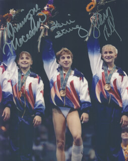 Autographs: 1996 U.S. OLYMPIC WOMEN'S GYMNASTIC TEAM - PHOTOGRAPH SIGNED CO-SIGNED BY: DOMINIQUE MOCEANU, SHANNON MILLER, KERRI STRUG