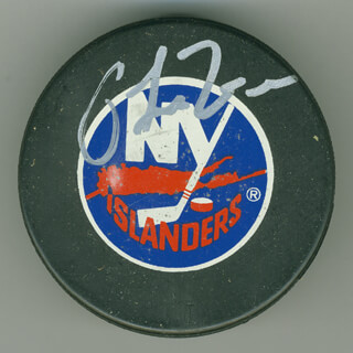 Autographs: PAT LaFONTAINE - HOCKEY PUCK SIGNED