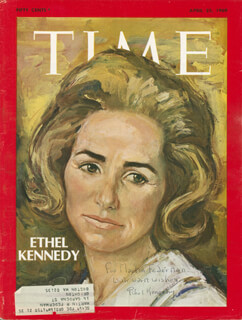 Autographs: ETHEL KENNEDY - INSCRIBED MAGAZINE COVER SIGNED