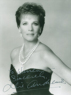 JULIE ANDREWS - AUTOGRAPHED INSCRIBED PHOTOGRAPH  - HFSID 298533