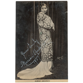 Autographs: MARIAN ANDERSON - PHOTOGRAPH SIGNED 1937