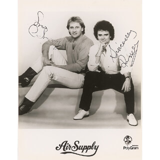 Autographs: AIR SUPPLY - PHOTOGRAPH SIGNED CO-SIGNED BY: AIR SUPPLY (RUSSELL HITCHOCK), AIR SUPPLY (GRAHAM RUSSELL)