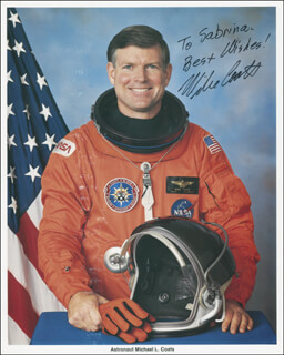 Autographs: CAPTAIN MICHAEL L. COATS - INSCRIBED PHOTOGRAPH SIGNED