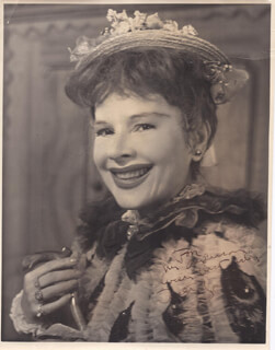 RUTH GORDON - AUTOGRAPHED INSCRIBED PHOTOGRAPH