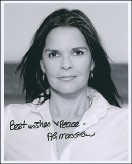 ALI MacGRAW - AUTOGRAPHED SIGNED PHOTOGRAPH