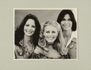 Autographs: CHARLIE'S ANGELS TV CAST - INSCRIBED PHOTOGRAPH SIGNED CO-SIGNED BY: JACLYN SMITH, FARRAH FAWCETT