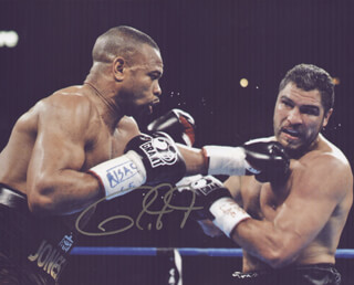 Autographs: ROY JONES JR. - PHOTOGRAPH SIGNED