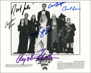 Autographs: ADDAMS FAMILY VALUES MOVIE CAST - PHOTOGRAPH SIGNED CO-SIGNED BY: RAUL JULIA, CHRISTOPHER LLOYD, CAREL STRUYCKEN, ANJELICA HUSTON, CHRISTINA RICCI, JOAN CUSACK, CAROL KANE