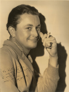 ROBERT YOUNG - AUTOGRAPHED INSCRIBED PHOTOGRAPH