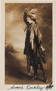 ANNIE OAKLEY - PHOTOGRAPH SIGNED 1919
