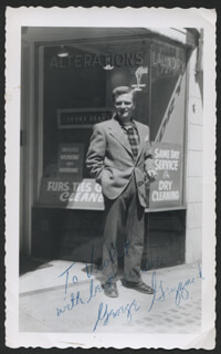 GEORGE GRIZZARD - AUTOGRAPHED INSCRIBED PHOTOGRAPH