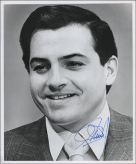 Autographs: GOVERNOR RAFAEL HERNANDEZ COLON (PUERTO RICO) - PHOTOGRAPH SIGNED