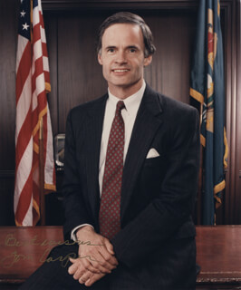 TOM CARPER - AUTOGRAPHED SIGNED PHOTOGRAPH