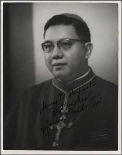 Autographs: CARDINAL JAIME SIN - INSCRIBED PHOTOGRAPH SIGNED