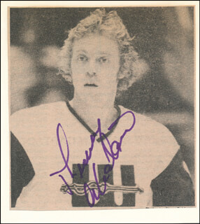 Autographs: THOMMY ABRAHAMSSON - NEWSPAPER PHOTOGRAPH SIGNED