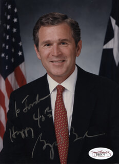 PRESIDENT GEORGE W. BUSH - AUTOGRAPHED INSCRIBED PHOTOGRAPH  - HFSID 320029