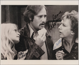 Autographs: ALL IN THE FAMILY TV CAST - PHOTOGRAPH SIGNED CO-SIGNED BY: ROB REINER, JEAN STAPLETON, SALLY STRUTHERS