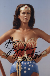 LYNDA CARTER - AUTOGRAPHED SIGNED PHOTOGRAPH