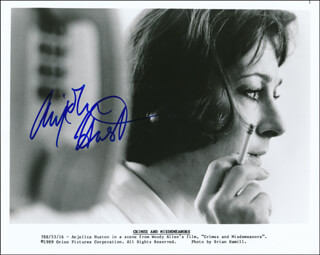 ANJELICA HUSTON - AUTOGRAPHED SIGNED PHOTOGRAPH
