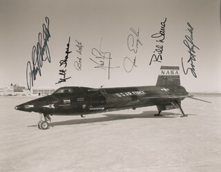 Neil Armstrong Autographs 322402