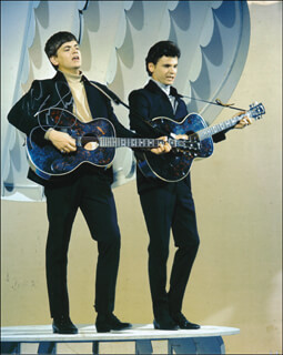 EVERLY BROTHERS (PHIL EVERLY) - AUTOGRAPHED SIGNED PHOTOGRAPH