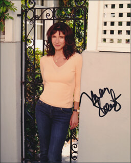 MARY STEENBURGEN - AUTOGRAPHED SIGNED PHOTOGRAPH
